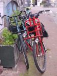 W rowerach z takim stelażem lampy rowerowe zwykle montowane są z boku.